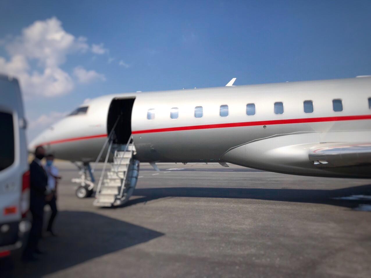 Chuyến chuyên cơ VIP từ California hạ cánh tại sân bay Tân Sơn Nhất